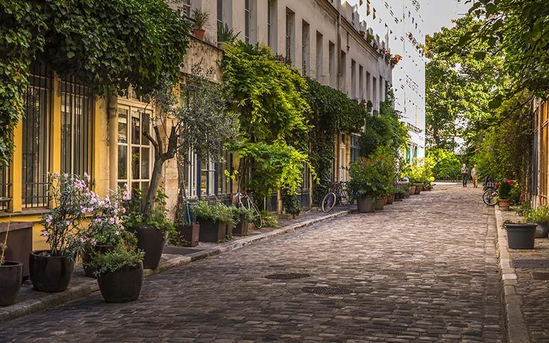 Passage Lhomme donnant sur le boulevard de Charonne