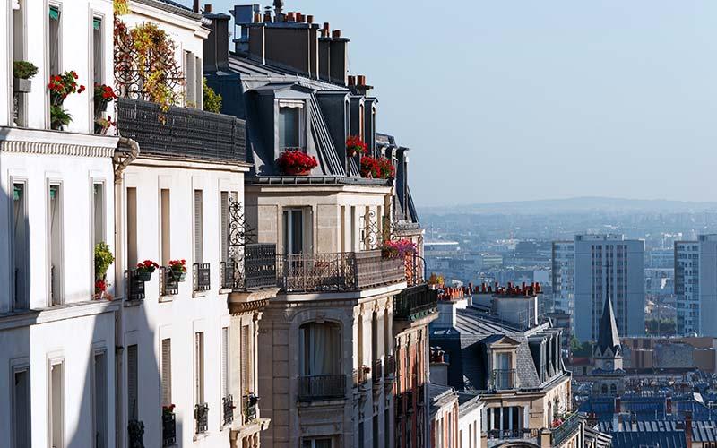 Façades sur la butte de Montmartre