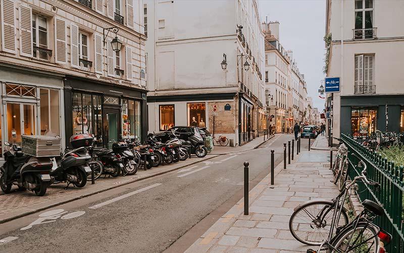 Rue commerçante dans le Marais