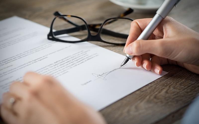 Le chasseur immobilier assiste-t-il son client lors de la signature de la promesse de vente ?