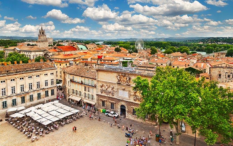 Place du marché à Avignon