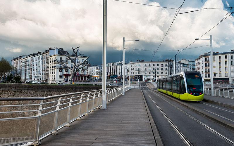 Tramway sur le pont de Recouvrance à Brest