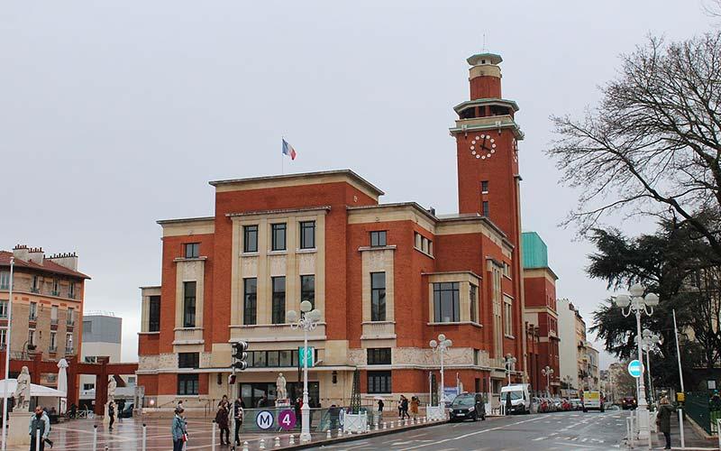 Beffroi de Montrouge, conçu par l'architecte Henri Decaux
