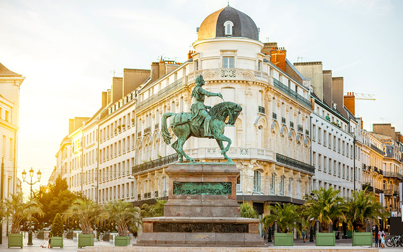 Statue de Jeanne d'Arc sur la place du Matroi à Orléans