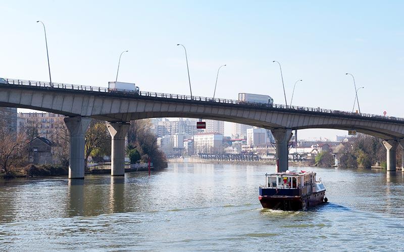 Pont traversant la Seine à Vitry-sur-Seine